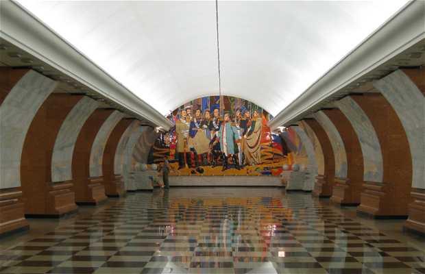 Estacion de metro Parque Pobedy