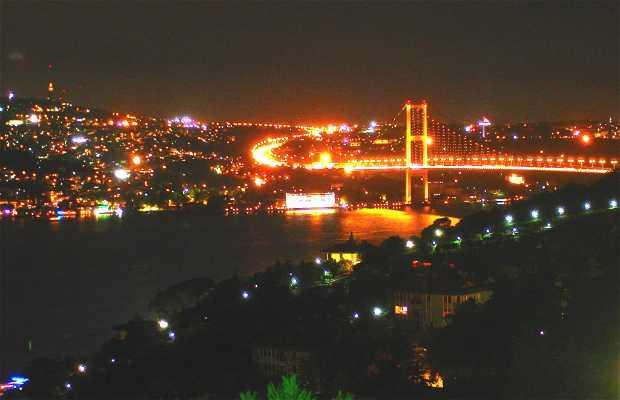 Restaurante Bridge (lado asiático del Estrecho de Bósforo)