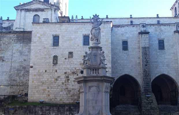 Estatua a la Asunción de la Virgen