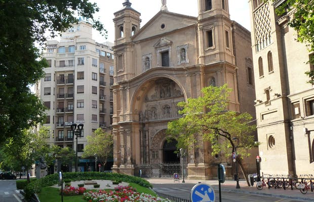 Santa Engracia square