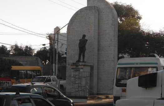 Statua Mariscal Andrés Avelino Cáceres