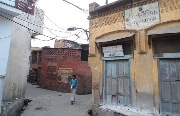 Antiguas puertas de Taj Ganj