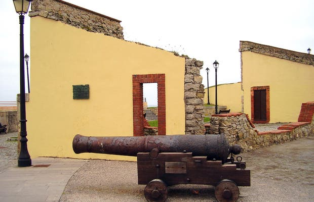 Les Pieces House or Old Fort
