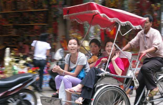 Promenade en pousse-pousse à Hanoï