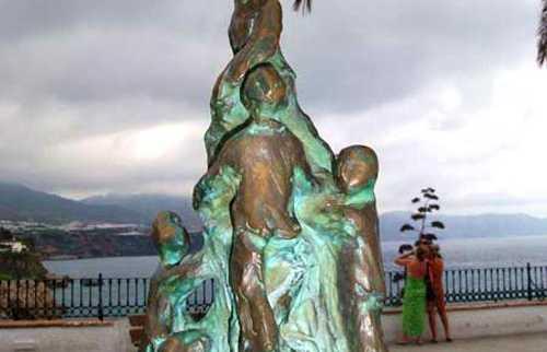 Escultura Homenaje a los Descubridores de las Cuevas de Nerja
