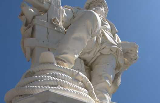 Estatua de Juan Sebastián Elcano