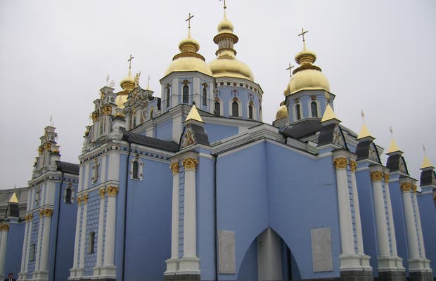 Monastero dalle cupole dorate di San Michele