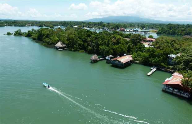 Navegando por el Rio Dulce