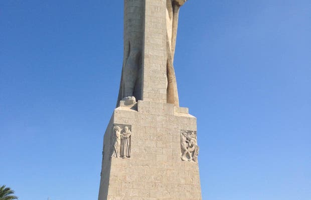 Monument to Discoverer Faith