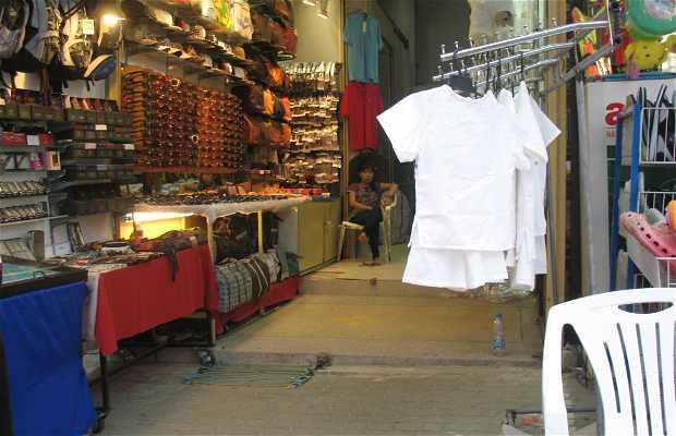De tiendas por Ao Phra Nang