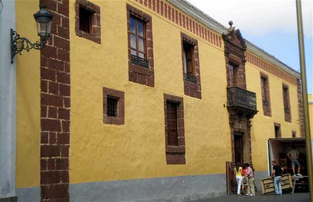 Casa de Alvarado-Bracamonte o de los Capitanes Generales