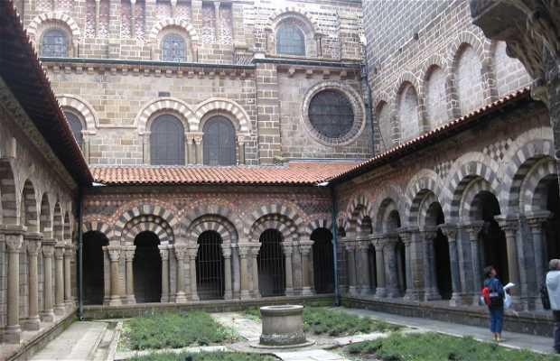 Notre Dame du Puy's cloister