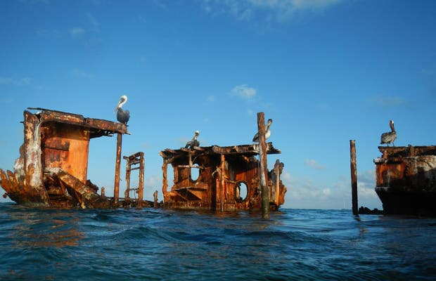 Barco varado en Aruba