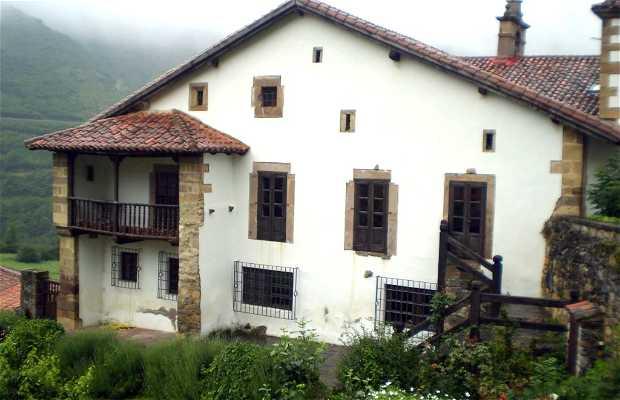Casona de Tudanca. Biblioteca-Museo de José María de Cossío