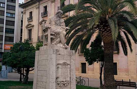 Monumento al pintor Pinazo