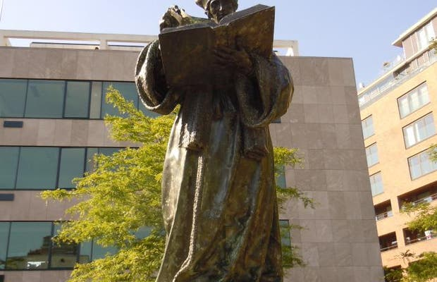 La estatua de Erasmo de Rotterdam