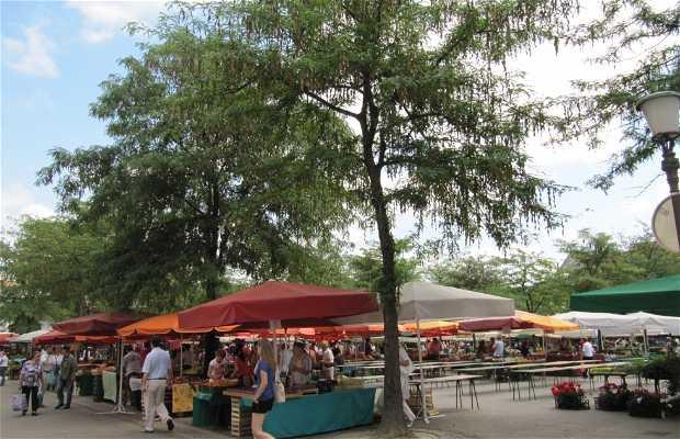 Mercado en plaza Vodnik