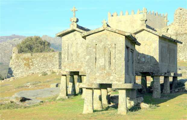 Castillo Y Espigueiros De Lindoso, Portugal.