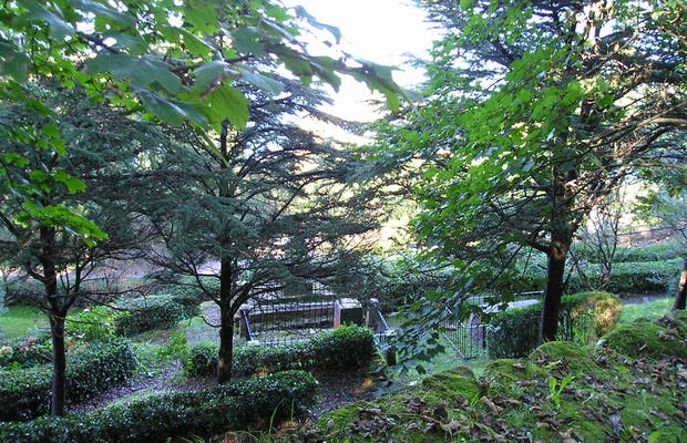 Cementerio de los ingleses en san sebasti n 2 opiniones y for Cementerio jardin del mar