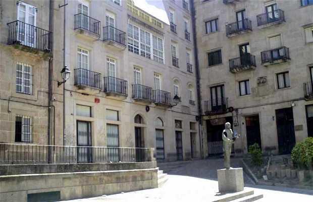 Monumento a Otero Pedrayo