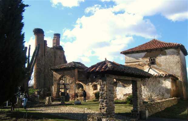 Vieja Iglesia y Cementerio Medieval