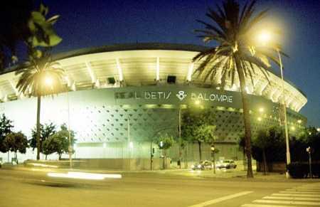 Estadio benito villamar n en sevilla 19 opiniones y 25 fotos for Puerta 19 benito villamarin