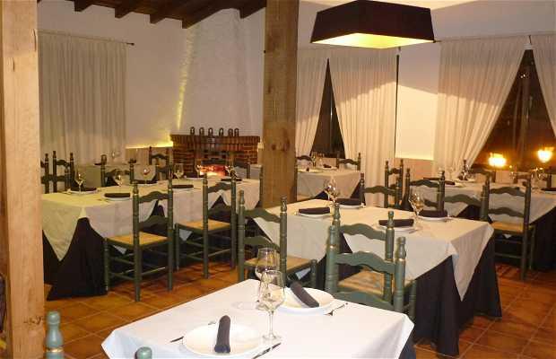 Los Enebros Madrigal Restaurant