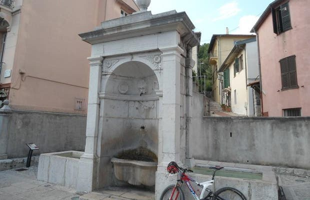 La fontaine Carolo Felicerge