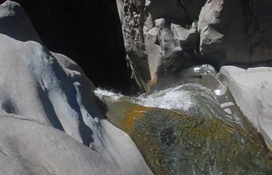 Waterfall Bras rouge