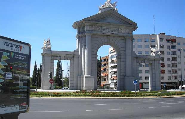 Puerta de san vicente en madrid 7 opiniones y 10 fotos for Puerta 3 de san marcos