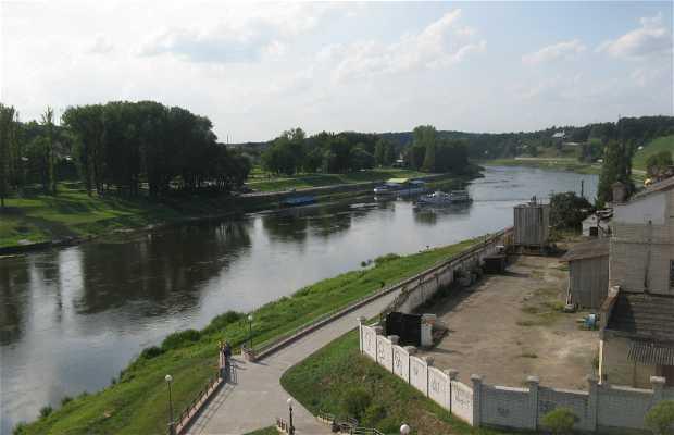Ferry sobre el río Neman