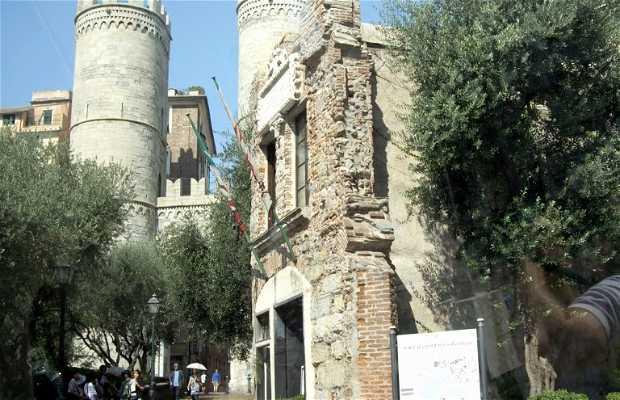 Casa de Colón y Puerta Soprana