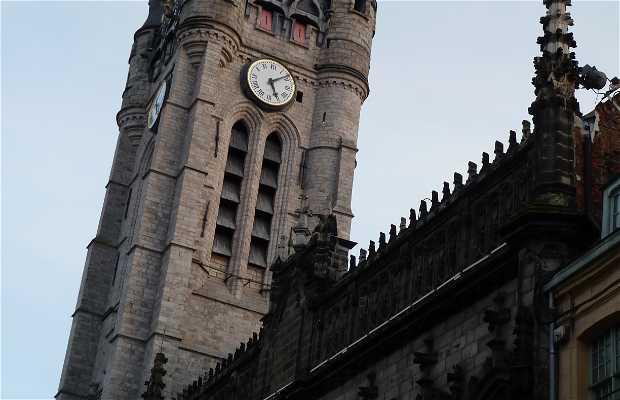 La torre y su carillón