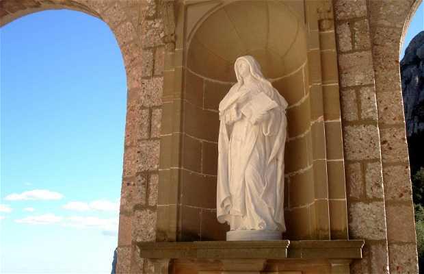 Las Estatuas en la Plaza de Santa María