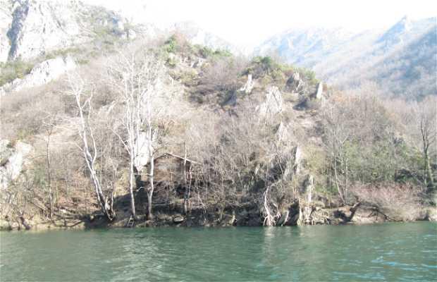 Cañón y lago Matka
