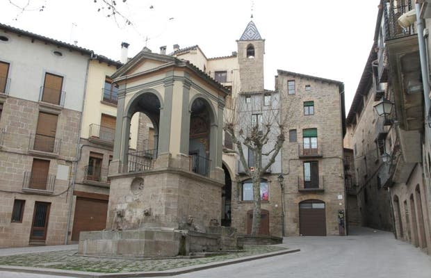 Plaza y fuente de Sant Joan