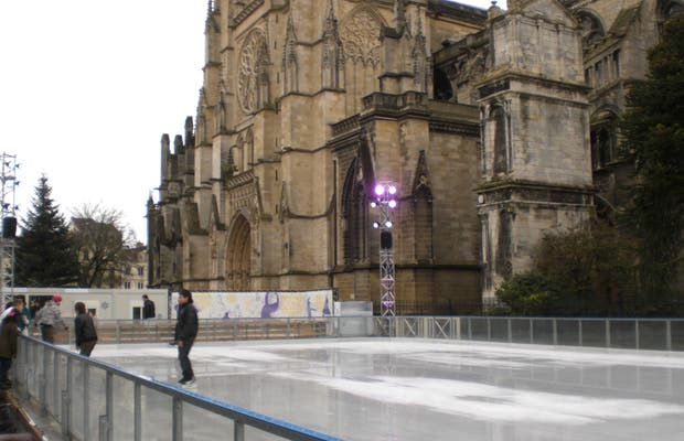 Pista de patinaje de Navidad