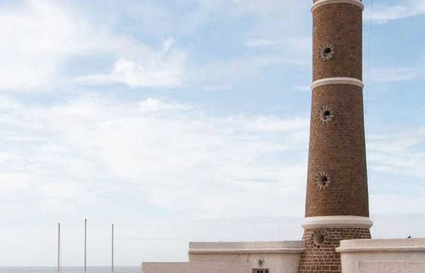 Faro de la Península e Iglesia de la Candelaria