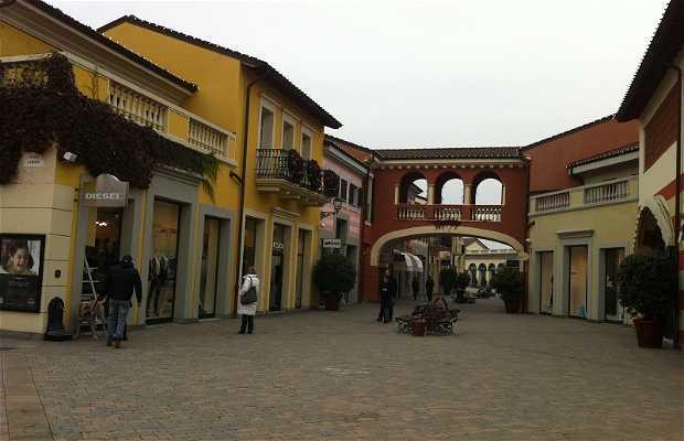 Serravalle Designer Outlet a Serravalle Scrivia: 7 opinioni e 9 foto