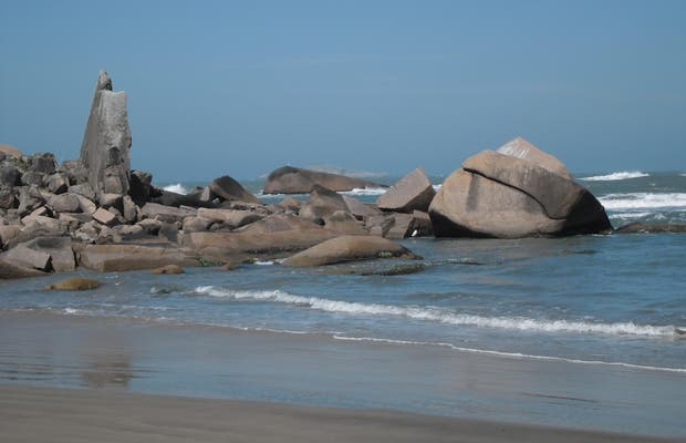 Playa de Gi y Pedra de la Baleia