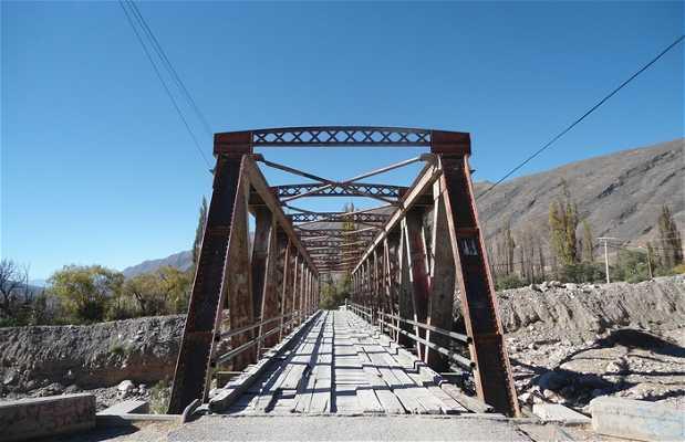Puente llevando a la Pucara