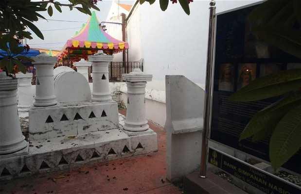 Tombe de Makam Hang Katsuri
