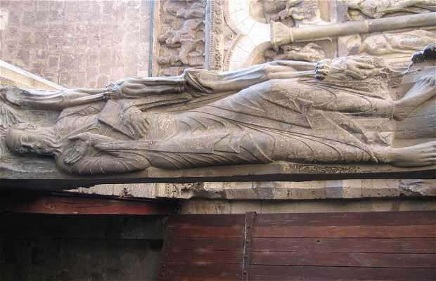 Puerta sur de la abadía de Sant Pierre