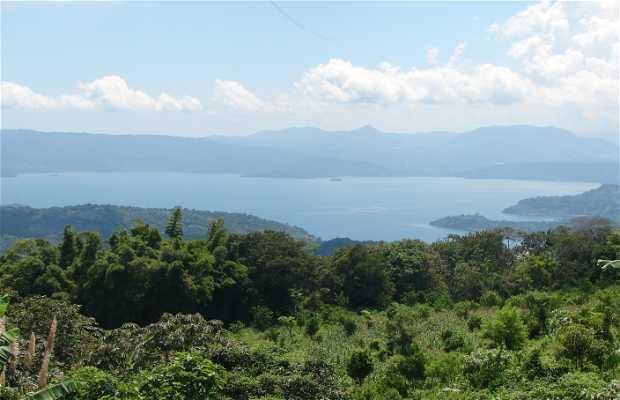 Vista del lago de Llopango