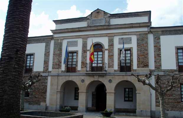 Constitución Square, Tapia de Casariego
