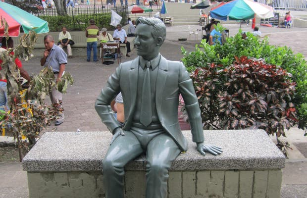 Estatua Antonio Llanos