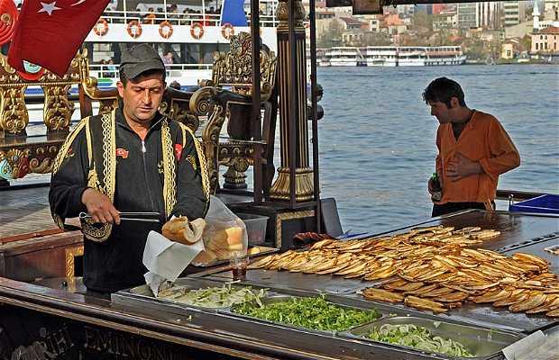 Puestos de comida en el puerto