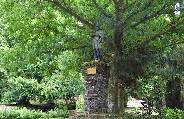 Cueva y estatua de Saint Judicael