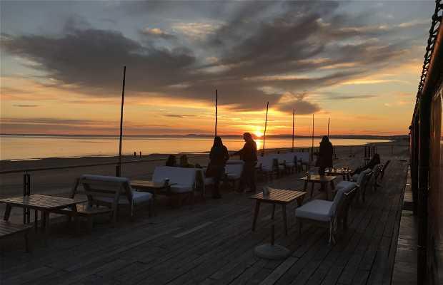 L'marangatú Restó & Beach Bar