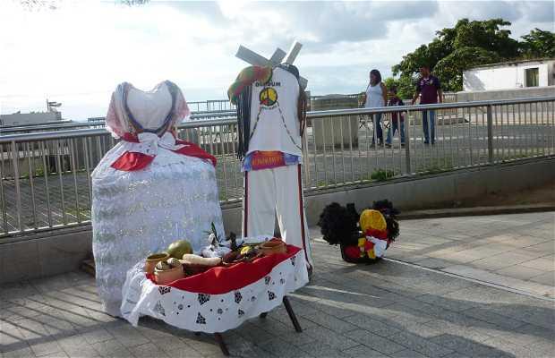Puestos de Artesanía Praça Thomé de Souza